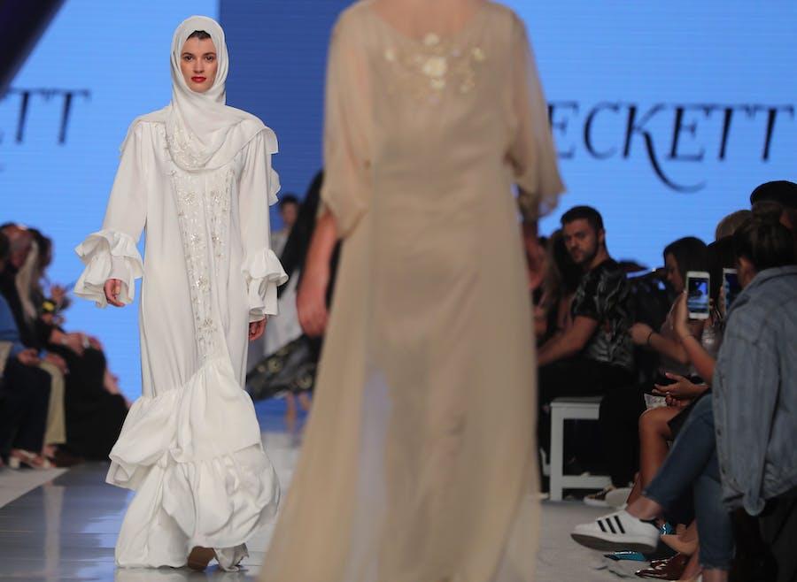 574648c84216 I den islamiske modeverden er lange ærmer altid in. Alligevel er der ...