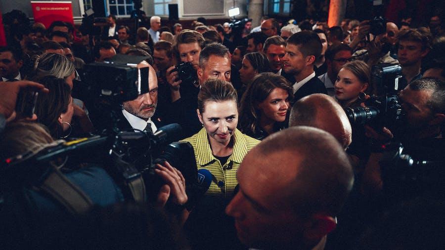 084c6f09 I CENTRUMNatten til torsdag udråbte Socialdemokratiets formand Mette  Frederiksen sig selv som vinder af folketingsvalget. Socialdemokratiet blev  landets ...